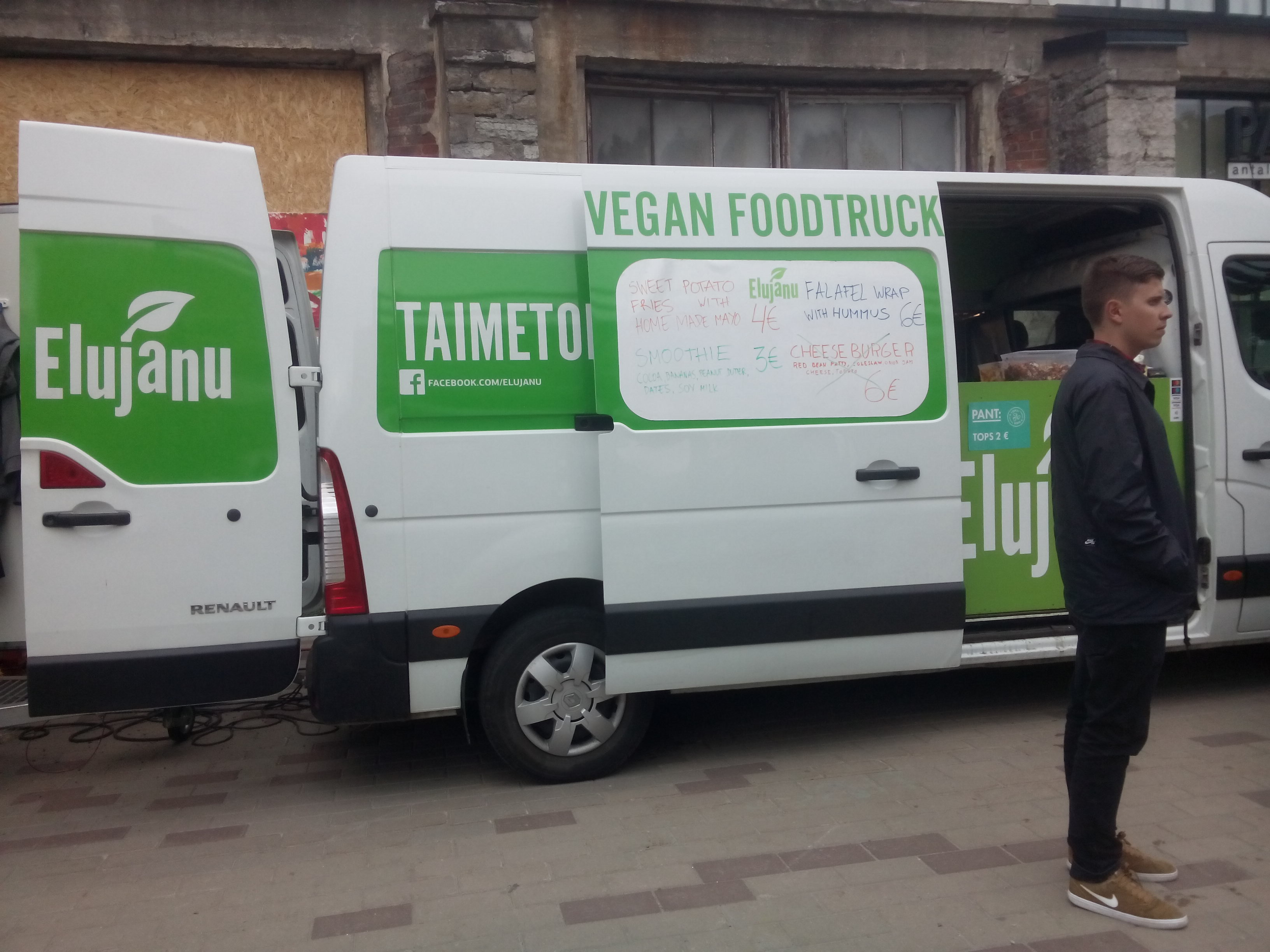 A white and green truck with 'vegan foodtruck' on the side